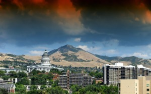 A lovely shot of Salt Lake City with the surrounding mountains and distinctive architecture. (Public domain image via Pixabay)